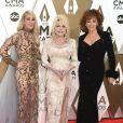 Carrie Underwood, Dolly Parton et Reba McEntire assistent à la 53ème édition des CMA Awards à Nashville dans le Tennessee, le 13 novembre 2019.