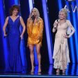 Reba McEntire, Carrie Underwood et Dolly Parton animent la 53ème édition des CMA Awards à Nashville dans le Tennessee, le 13 novembre 2019.