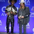 Lil Nas X et Billy Ray Cyrus, récompensés à la 53ème édition des CMA Awards à Nashville dans le Tennessee, le 13 novembre 2019.