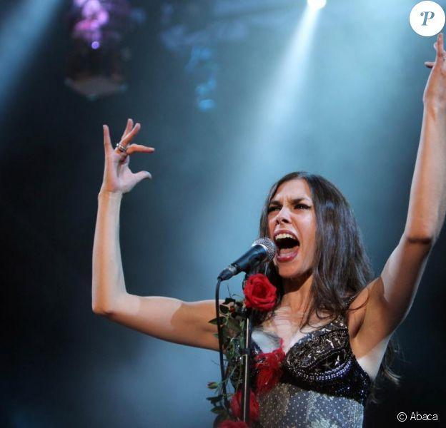 Olivia Ruiz met le feu sur scène, aux Nuits de Fouvière, à Lyon. 20/07/09