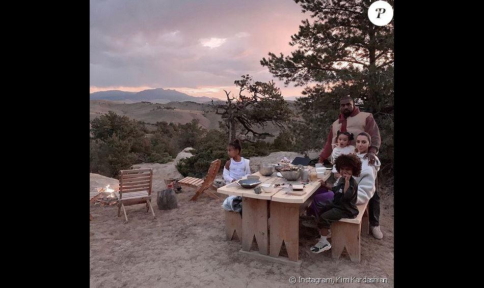 Kim Kardashian, Kanye West et leur trois enfants North, Saint et Chicago West au ranch Monster Lake à Cody, dans le Wyoming. Septembre 2019.
