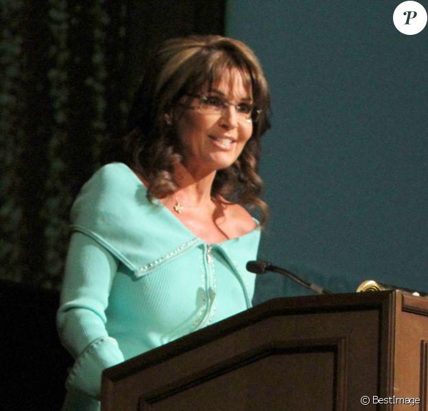"""Sarah Palin fait un discours lors d'une collecte de fonds pour le """"Women's Resource Medical Center"""" a Las Vegas, le 26 avril 2013."""
