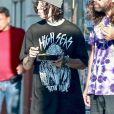 Exclusif - La rappeur Lil Xan traîne avec des amis à l'extérieur d'un magasin de tatouage de West Hollywood, Los Angeles, Californie, Etats-Unis, le 15 août 2019.