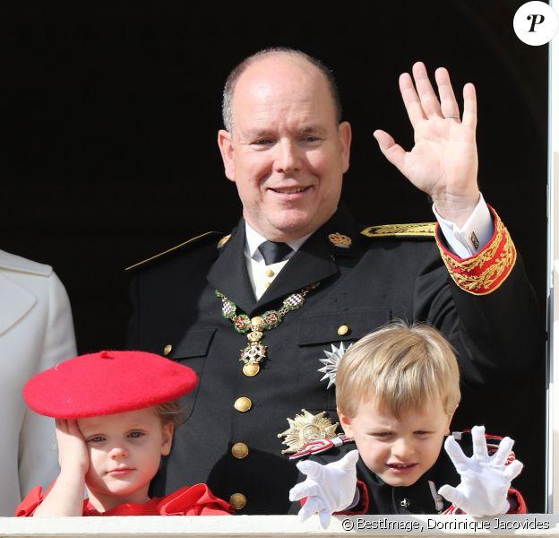 Le prince Albert II de Monaco et ses enfants le prince Jacques et la princesse Gabriella - La famille princière de Monaco au balcon du palais lors de la Fête nationale monégasque à Monaco. Le 19 novembre 2019 © Dominique Jacovides / Bestimage