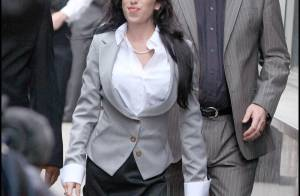 Amy Winehouse : plus rusée qu'elle n'en à l'air pour son jugement ! mais surtout... toujours incontrôlable, regardez ! (Réactualisé)