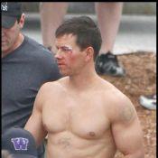 Christian Bale squelettique observe... un Mark Wahlberg super gaulé se battre sur le ring !