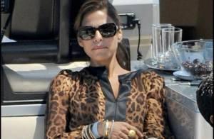 La belle Eva Mendes, un yacht, des beaux mâles et du soleil... la bomba latina est en vacances !