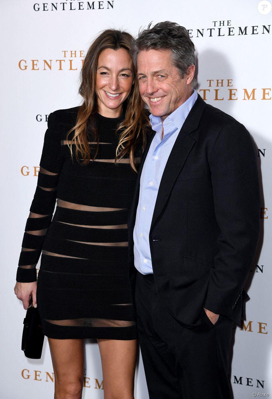 """Hugh Grant et sa femme Anna Eberstein à l'avant-première du film """"The Gentlemen"""" à Londres le 3 décembre 2019."""