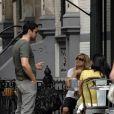 Gerard Butler déjeune à New York, drague des jeunes femmes et... se cure le nez. So chic ! 24/07/09