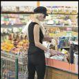 """""""Paris Hilton fait des courses dans un supermarché de Beverly Hills à Los Angeles le 25 juillet 2009"""""""
