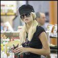 """""""Paris Hilton fait ses courses au supermarché Glen à Beverly Hills le 25 juillet 2009"""""""