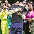 """Le styliste Virgil Abloh et Kanye West s'embrassent à l'issue du défilé de mode homme printemps-été 2019 """"Louis Vuitton"""" à Paris. Le 21 juin 2018 © Olivier Borde / Bestimage"""