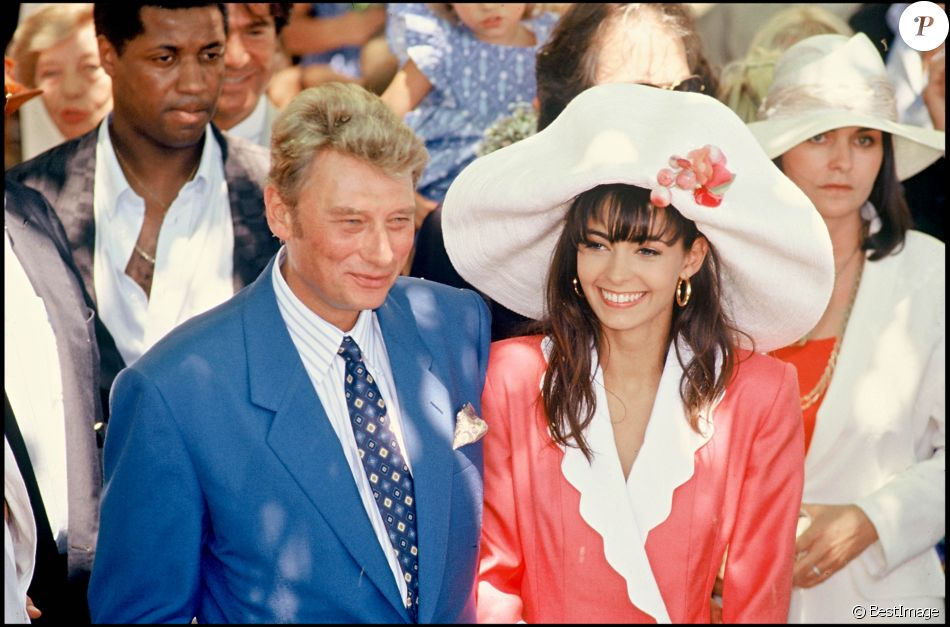 https//static1.purepeople.com/articles/9/36/50/39/@/5261162,archives,mariage,johnny,hallyday,et,ad,950x0,2