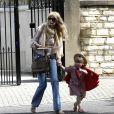 Claudia Schiffer et sa fille Clementine sortent d'un spectacle scolaire à Londres