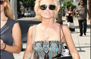 Kelly Carlson, la bombe de Nip/Tuck, parfaite sous toutes les coutures... même en journée shopping !