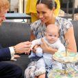 Le prince Harry et Meghan Markle avec leur fils Archie (né en mai 2019) lors de leur première tournée royale en famille en Afrique, en septembre 2019.