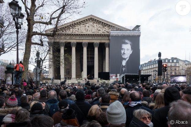 Hommage populaire au chanteur Johnny Hallyday à l'église de la Madeleine à Paris, le 9 décembre 2019.