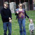 Tobey Maguire en compagnie de sa femme Jennifer enceinte et leur premier enfant en février 2009