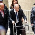 Harvey Weinstein en déambulateur à la sortie du tribunal à New York, le 11 décembre 2019.