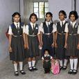 Jyoti Amge, 15 ans, mesure 55,88 centimètres. Elle est la femme la plus petite du monde