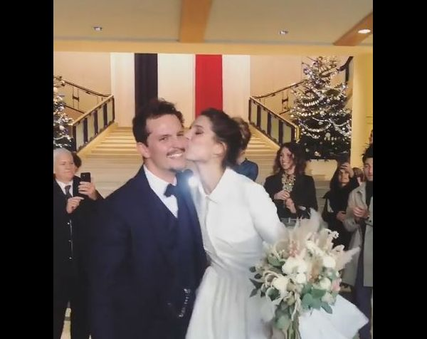 https//static1.purepeople.com/articles/9/36/67/19/@/5287712,mariage,de,l,ancienne,miss,france,laury,amp_fixed_height_big,2