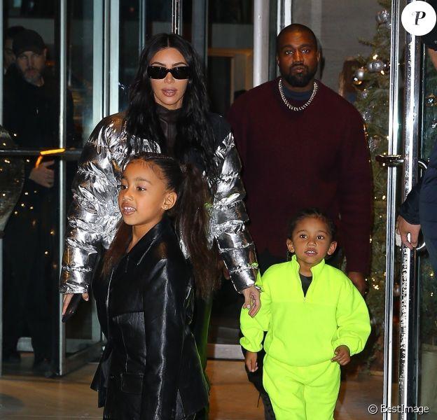Kim Kardashian, Kanye West et leurs enfants North et Saint West à New York, le 21 décembre 2019.
