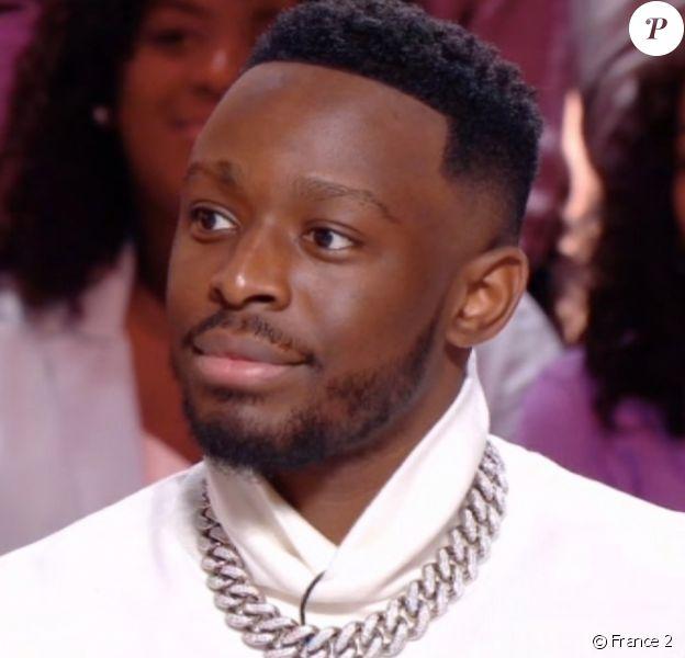 """Dadju, invité de l'émission """"Les enfants de la télé"""" sur France 2. Le 29 décembre 2019."""