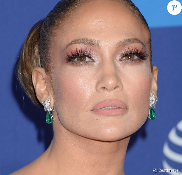 "Jennifer Lopez - Photocall d'ouverture de la 31e édition du ""Palm Springs Film Festival Film Awards"" au Palm Springs Convention Center à Los Angeles, le 2 janvier 2020."