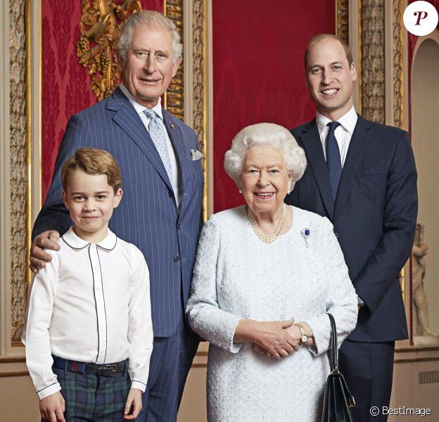 La reine Elisabeth II d'Angleterre, Le prince Charles, prince de Galles, Le prince William, duc de Cambridge, Le prince George de Cambridge au palais de Buckingham, portrait officiel pour célébrer le passage en 2020. © Ranald Mackechnie via Bestimage