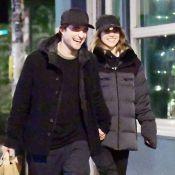 Robert Pattinson et Suki Waterhouse fiancés ? Leur dernière sortie sème le doute