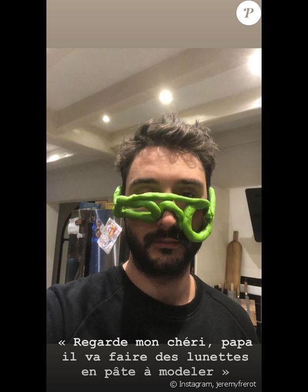 Jérémy Frérot a voulu faire des lunettes en pâte à modeler pour son fils Lou et dévoile le résultat sur Instagram le 6 janvier 2020.
