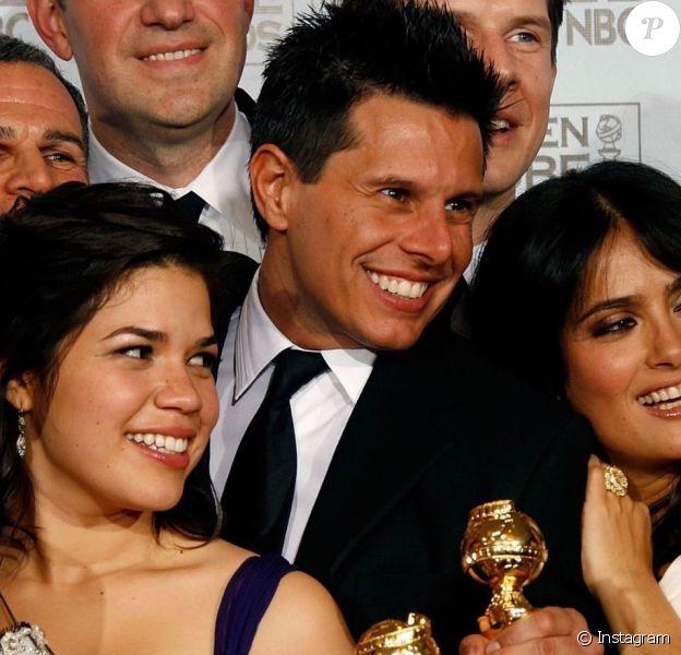America Ferrara dévoile une photo d'elle et Silvio Horta, le créateur de la série Ugly Betty, aux Golden Globes en 2007. Le scénariste est décédé le 7 janvier 2020.