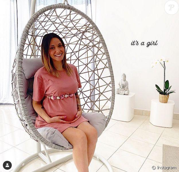 """Lucie, ex-candidate de """"L'amour est dans le pré"""", a annoncé être enceinte d'une petite fille. Septembre 2019."""