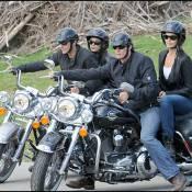 George Clooney/Elisabetta Canalis vs. Cindy Crawford/Rande Gerber... course de bombes sur Harley !