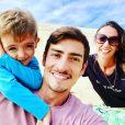 Claude Dartois pose avec sa chérie et son fils, sur Instagram, en août 2018