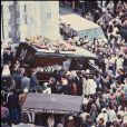ARCHIVES - LES OBSEQUES DE DANIEL BALAVOINE A BIARRITZ  ENTERREMENT AU CIMETIERE RANQUINE EGLISE VEHICULE FUNERAIRE CORBILLARD FOULE DECES22/01/1986 - Biarritz