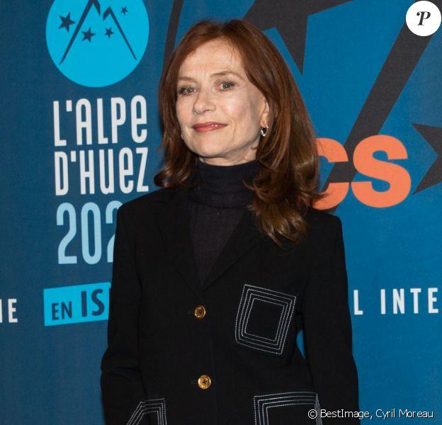 Isabelle Huppert lors du photocall du troisième jour de la 23ème édition du festival international du film de comédie l'Alpe d'Huez, Isère, France, le 16 janvier 2020. © Cyril Moreau/Bestimage