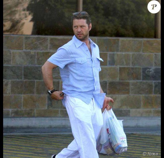 Jason Priestley fait du shopping avec son jeune bébé