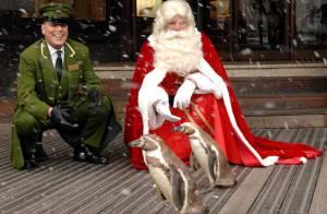 Il neige à Londres, le père Noël et les pingouins sont de sortie... C'est Noël en plein mois d'août !