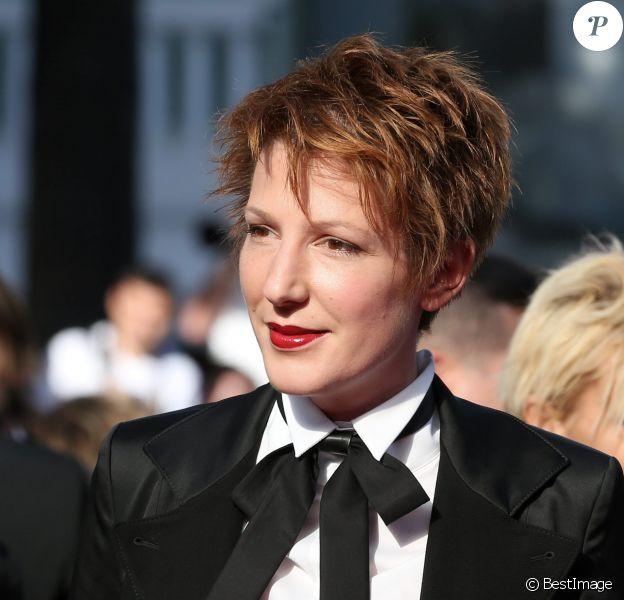 """Natacha Polony (habillée en Karl Lagerfeld) - Montée des marches du film """"Sils Maria"""" lors du 67 ème Festival du film de Cannes – Cannes le 23 mai 2014."""