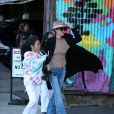 Laeticia Hallyday avec ses filles Jade et Joy au club privé Soho Warehouse en milieu d'après midi à Los Angeles le 15 décembre 2019.15/12/2019 - Los Angeles