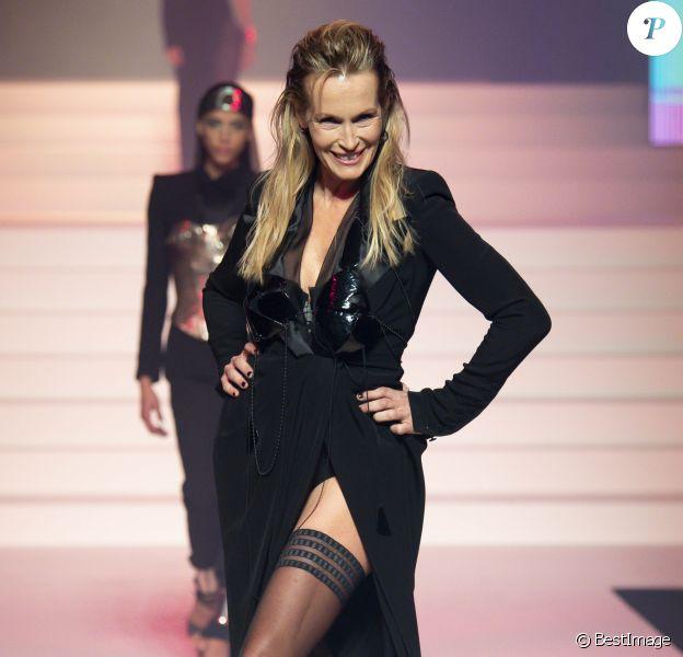 """Estelle Lefébure lors du dernier défilé de mode Haute-Couture printemps-été 2020 """"Jean-Paul Gaultier"""" au théâtre du Châtelet à Paris, France, le 22 janvier 2020."""