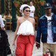Kylie Jenner et son compagnon Travis Scott font du shopping en amoureux dans une boutique de cosmétiques pendant leurs vacances à Portofino, Italie, le 12 août 2019.