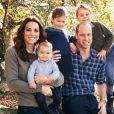 Le prince William, duc de Cambridge, et Catherine (Kate) Middleton, duchesse de Cambridge, posent avec leurs trois enfants, le prince Louis, la princesse Charlotte et le prince George à Anmer Hall, Norfolk, Royaume Uni. Décembre 2018