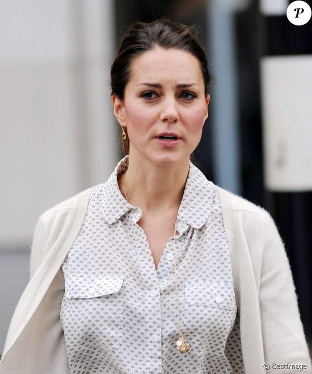 Exclusif - Kate Middleton en shopping à Londres le 25 octobre 2013.