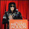 Michael Jackson lors de sa conférence de presse en mars 2009 pour annoncer la tournée This is It