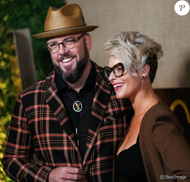 """Chris Sullivan et Rachel Sullivan à la première de la série HBO """"Camping"""" au Studios Paramount à Los Angeles, le 10 octobre 2018."""
