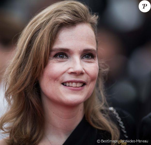 """Isabelle Carré - Montée des marches du film """"La belle époque"""" lors du 72ème Festival International du Film de Cannes. Le 20 mai 2019 © Jacovides-Moreau / Bestimage"""