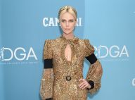 Charlize Theron : Divine en look doré aux Costume Designer Guild Awards