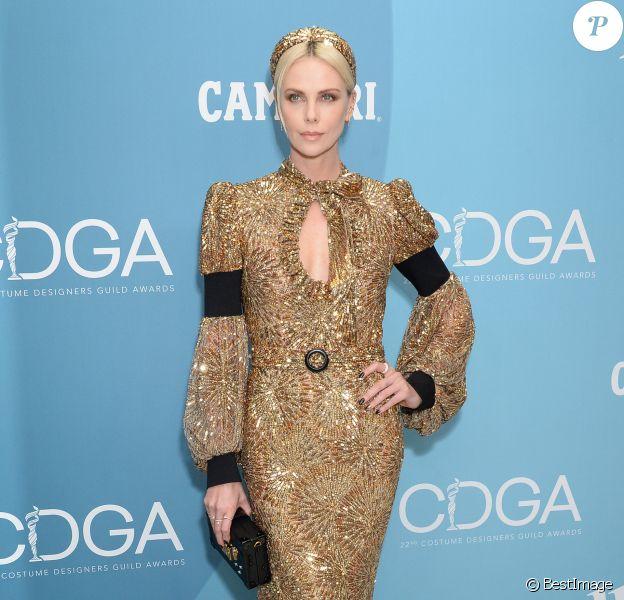 Charlize Theron, habillée d'une robe Louis Vuitton, assiste à la 22ème édition des Costume Designers Guild Awards (CDGA) au Beverly Hilton Hotel à Beverly Hills, Los Angeles, le 28 janvier 2020.